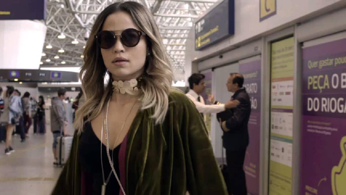 Sandra Helena é seguida por Eric até o aeroporto nesta quarta (22) em 'Pega Pega'