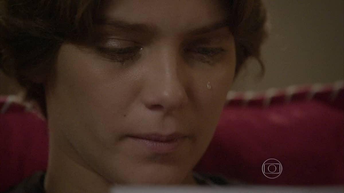 Karina sente saudade de sua casa nesta quinta (16) em 'Malhação: Sonhos'