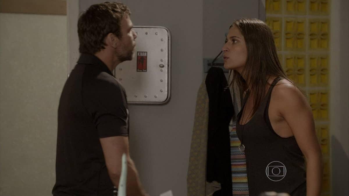 Lobão encontra o casaco de Duca na casa de Nat nesta sexta (10) em 'Malhação: Sonhos'