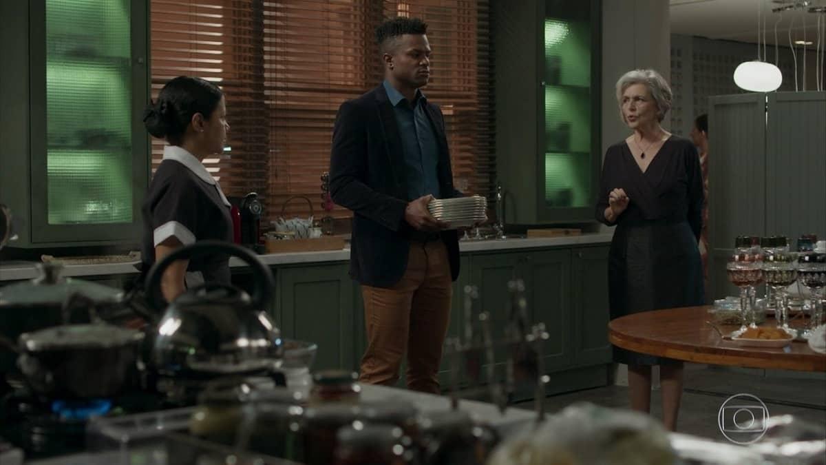 Sabine não gosta de ver Dom na cozinha com Madalena nesta terça (21) em 'Pega Pega'