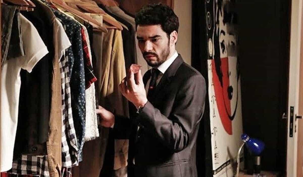 José Pedro rouba o diamante rosa de Cristina nesta sexta (3) em 'Império'