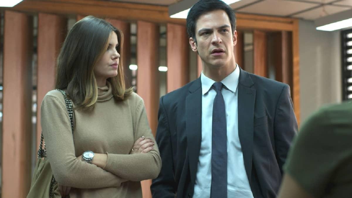 Luiza decide contar de sua investigação para Eric neste sábado (11) em 'Pega Pega'