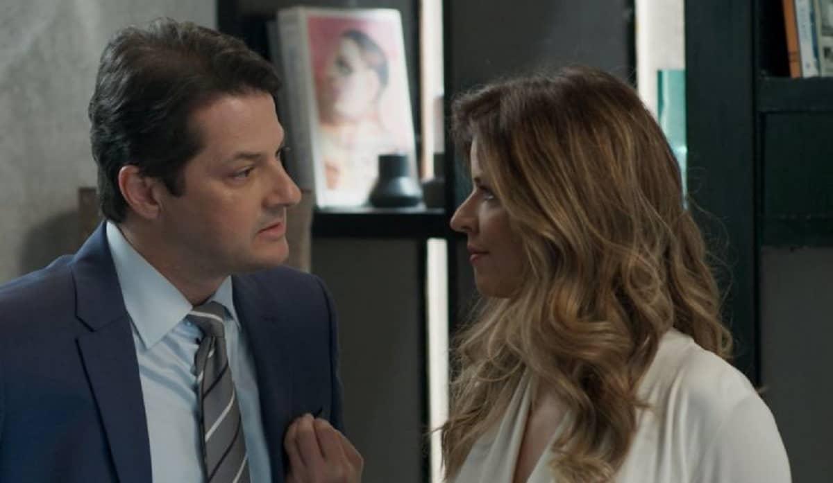 Malagueta diz a Maria Pia que incriminou Eric porque a ama nesta quinta (7) em 'Pega Pega'