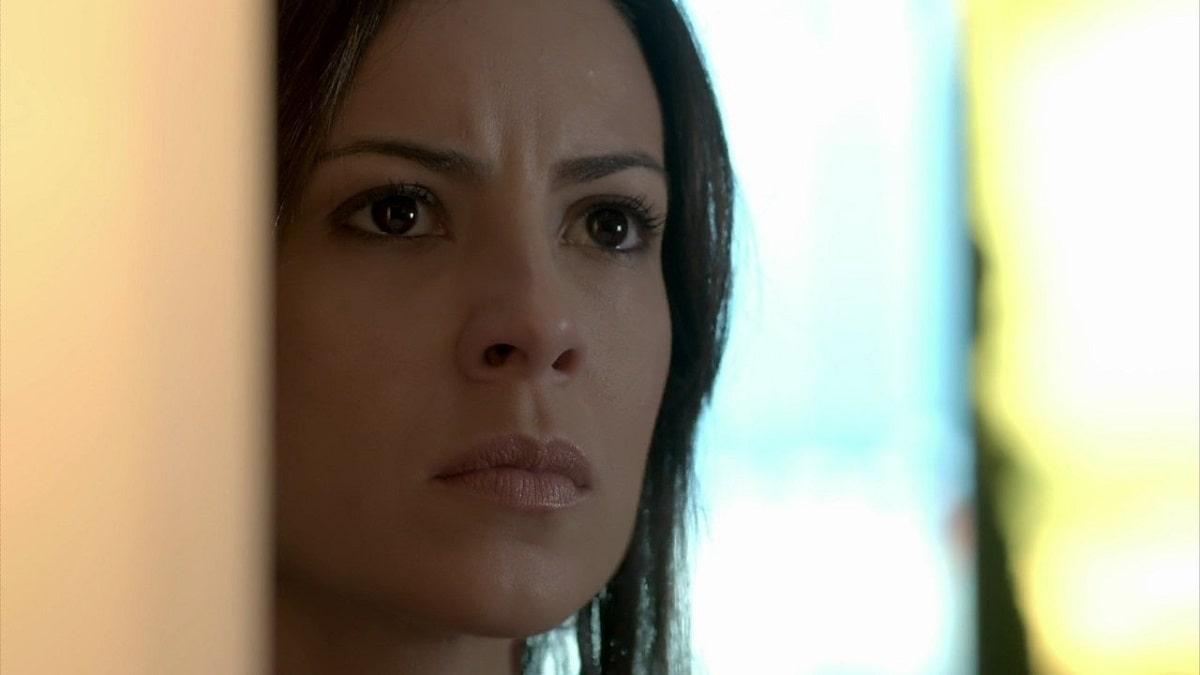 Maria Clara vê José Pedro conversando com Merival neste sábado (9) em 'Império'